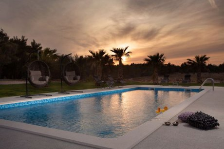 Luxury villa with swimming pool Merta