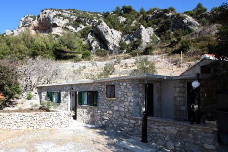 Secluded cottage Zirje