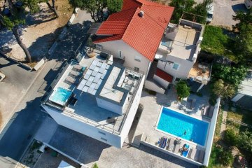 Apartments Villa PUNTA with Pool, Vodice