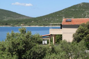 Holiday house Amici, Bay Landjin - island Pasman