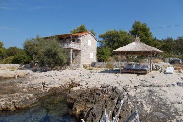 Secluded holiday house Tisina, Bay Stanimir - island Hvar